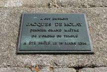 placa_en_el_lugar_de_ejecución_de_jacques_de_molay